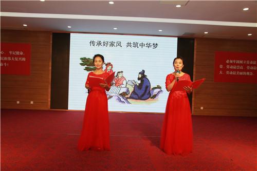 组织开展女职工读书展示活动