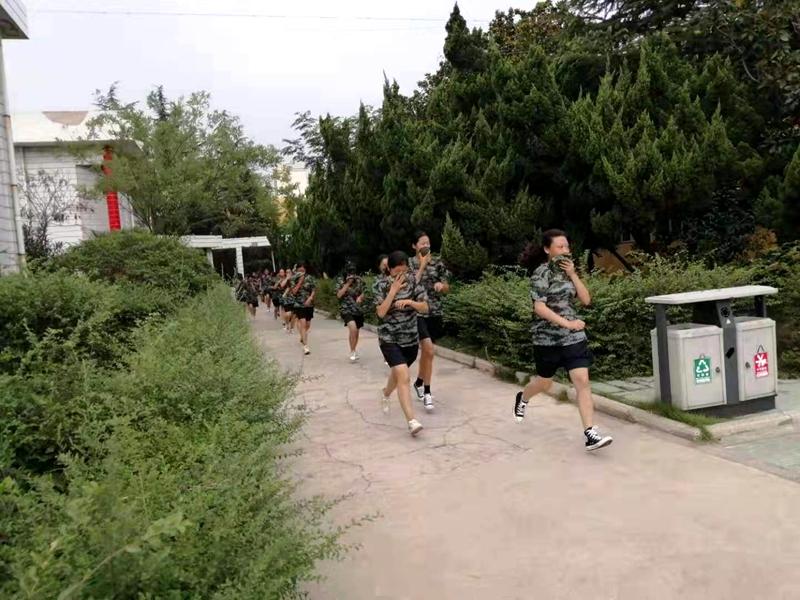 淮北第八高中举行举行2019级高一新生军训消防疏散演练
