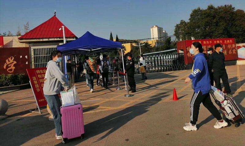 杜集区区长周无事一行检查淮北第八高中高三返校复学工作
