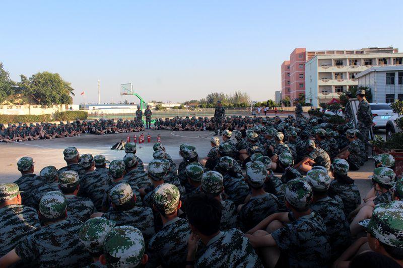 淮北第八高中开展高一新生防震、防火应急疏散消防演练