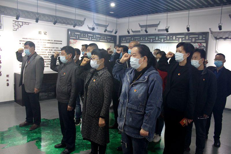 淮北第八高中组织党员教师到市警示教育中心参观学习