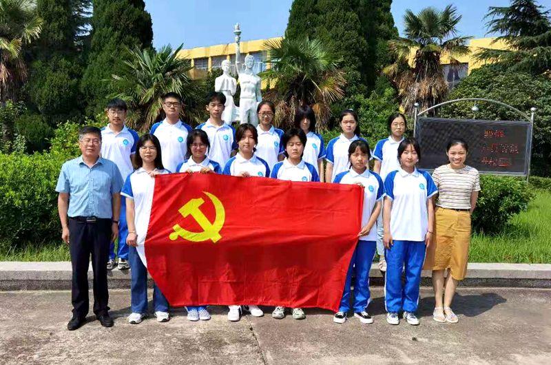 淮北第八高中組織組織師生觀看建黨百年慶祝大會