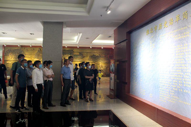 淮北第八高中組織黨員參觀市慶祝中國共產黨成立100年主題展