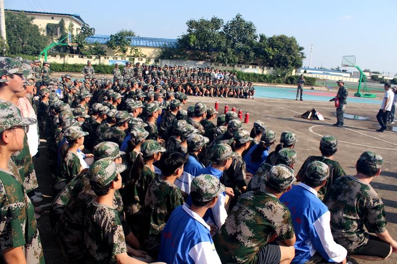 淮北第八高中举行安全疏散演练和消防灭火演习