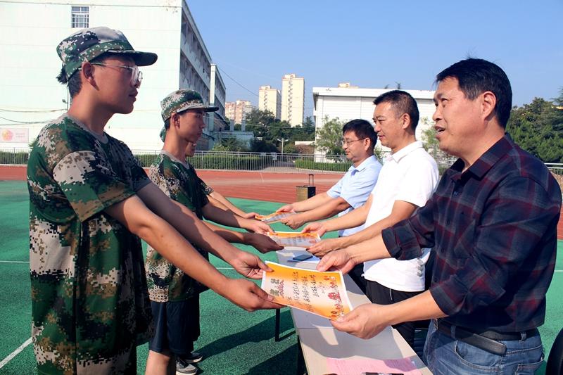 淮北第八高中举行2021级高一新生军训总结大会