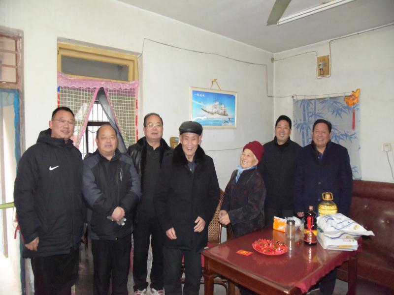 淮北五中校领导慰问退休教师